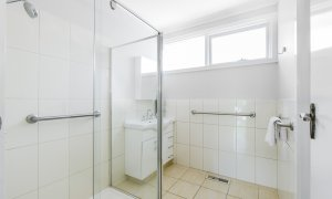 Sandy Side 1 - Sandringham - Bathroom b