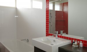 Sandy Side 2 - Sandringham - Bathroom b