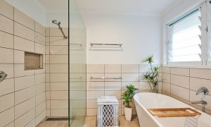 Sea Breeze - Lennox Head - Upstairs Bathroom