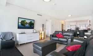 Sierra Grande - Broadbeach - Living Room and Dining Area