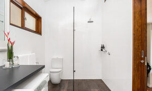 Stone and Grove - Byron Bay - Ewingsdale - Bathroom with laundry