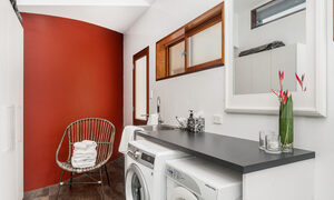Stone and Grove - Byron Bay - Ewingsdale - Laundry with bathroom