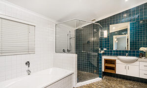 Stone and Grove - Byron Bay - Ewingsdale - Main bathroom