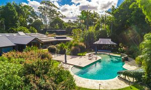 Stone and Grove - Byron Bay - Ewingsdale - Pool area and house