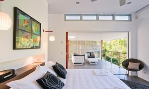 Sunblest Suffolk Park - master bedroom