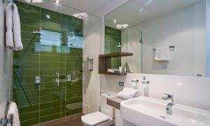 Sunblest Suffolk Park bathroom 2