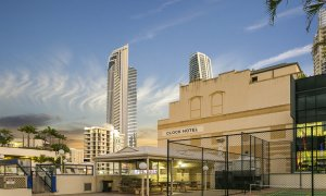 Surf Moon - Surfers Paradise - BBQ and Tennis Court
