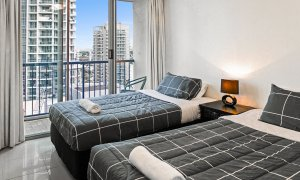Surf Moon - Surfers Paradise - Bedroom 2b