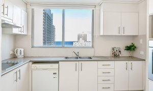 Surf Moon - Surfers Paradise - Kitchen b