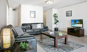 Surf Moon - Surfers Paradise - Living Area f