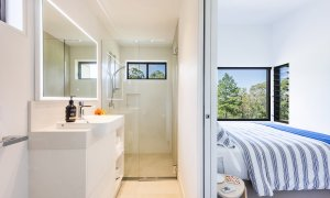 Toad Hall Cottage - Lennox Head - Bedroom 2 and Ensuite