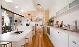 Toby's Beach House - Mermaid Beach - Kitchen