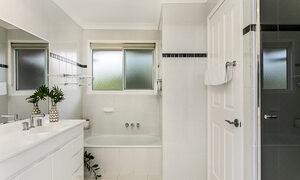 Tradewinds 4 - Clarkes Beach - Bathroom