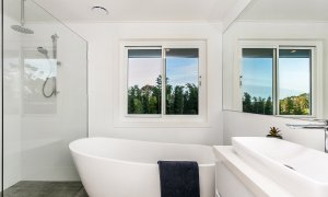 Villa St Helena - Byron Bay - Upstairs Shared Bathroom