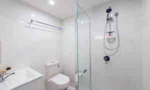 Villa on the Boulevard - Hooker Boulevard, Broadbeach - Ensuite bathroom to Master Bedroom