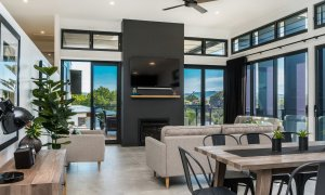 Wollumbin Haus - Byron Bay - Dining room through to living area