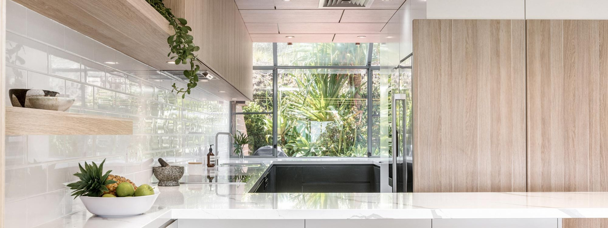 11 James Cook - Byron Bay - Kitchen and Bar