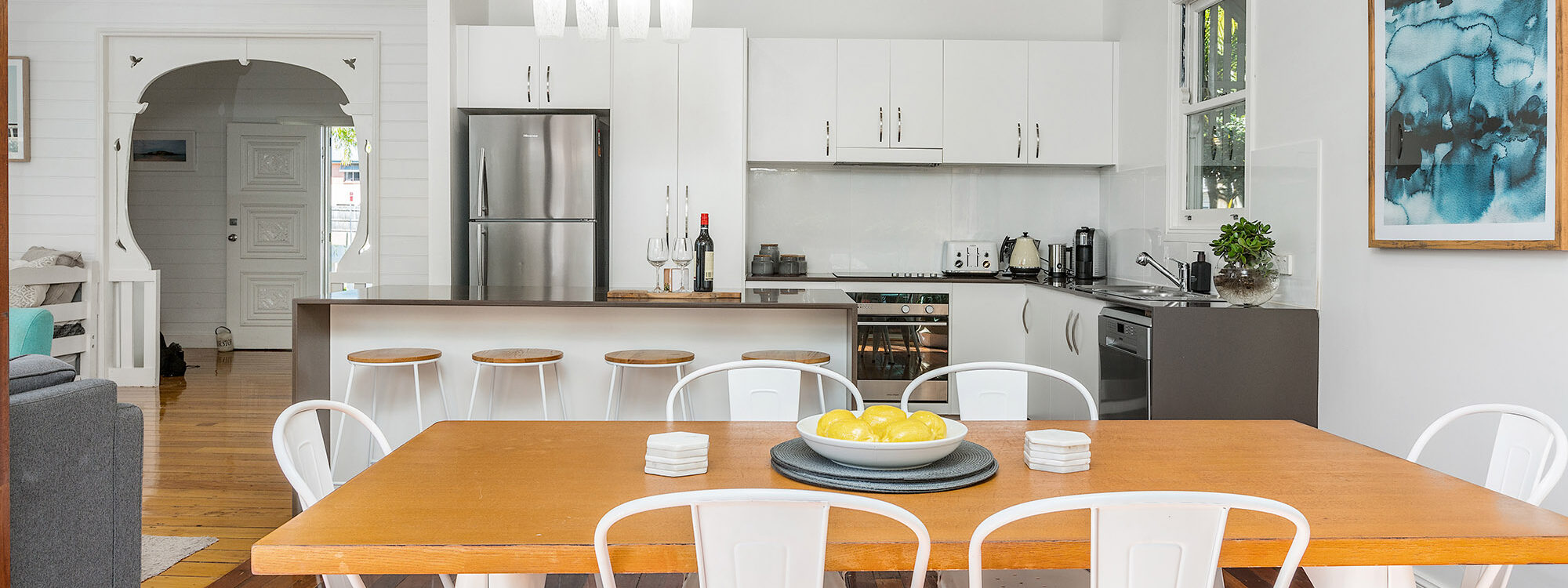 Aaloka Bay - Byron Bay - Kitchen and dining