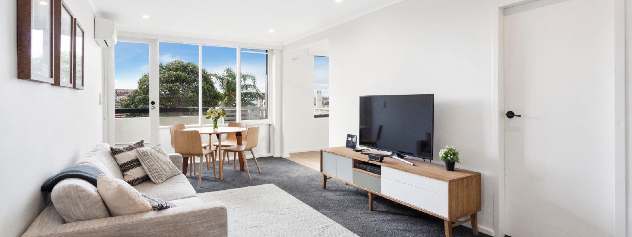 Aces Place Melbourne - Living Area