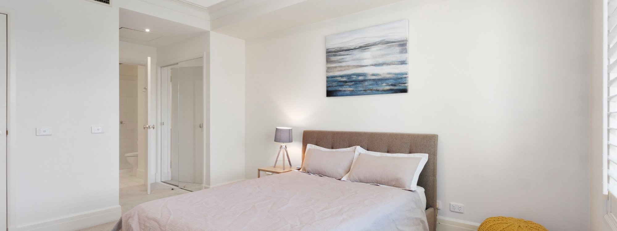 Alberts on Esplanade - Port Melbourne - Master bedroom to ensuite