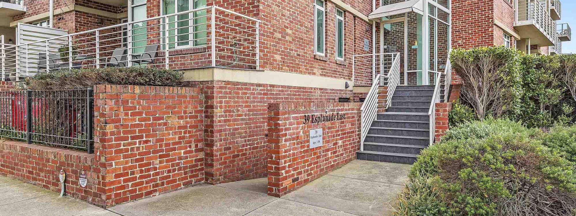 Alberts on Esplanade - Port Melbourne - Exterior Entrance