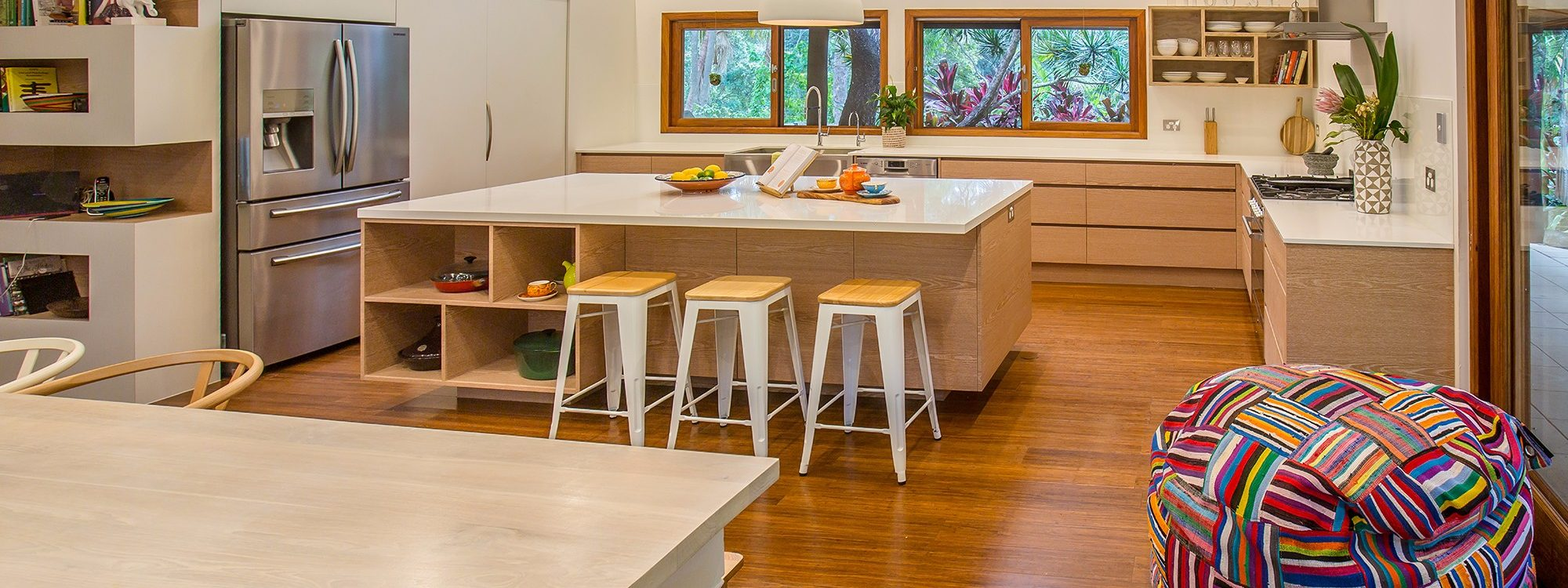 Apalie Retreat - Ewingsdale - Kitchen and dining room
