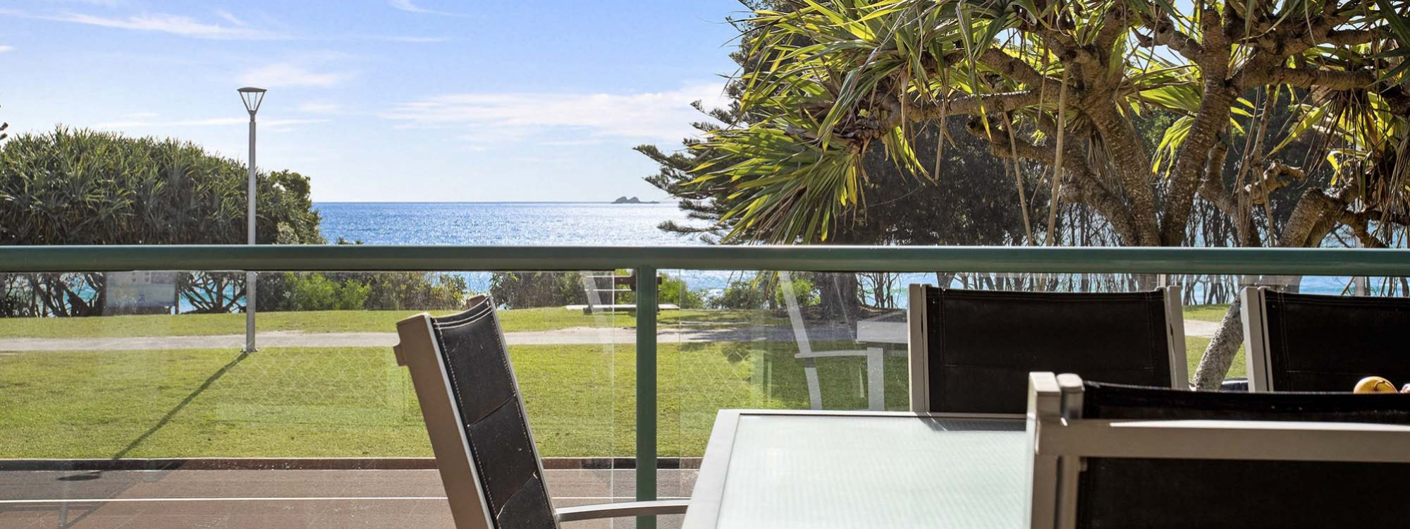 Apartment 3 Surfside - Byron Bay - Veranda Dining and View