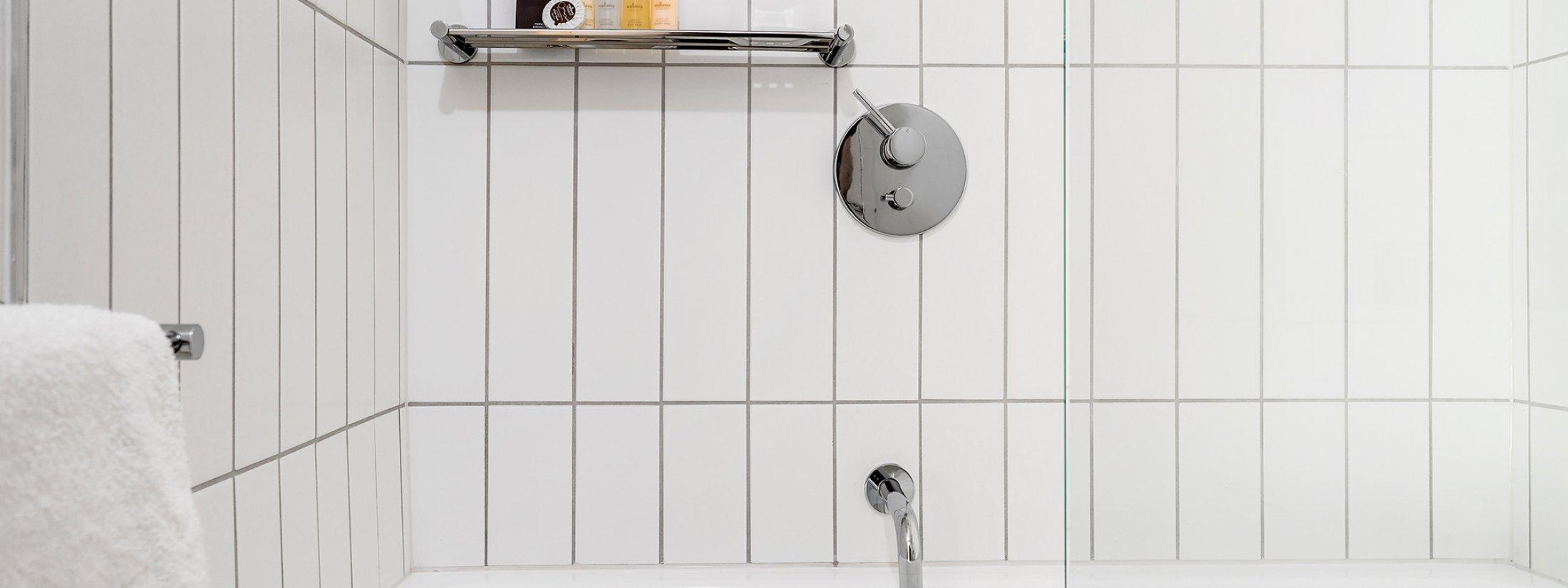 Axel Apartments 203 The Bonfield - Glen Iris - Bathroom shared with bath