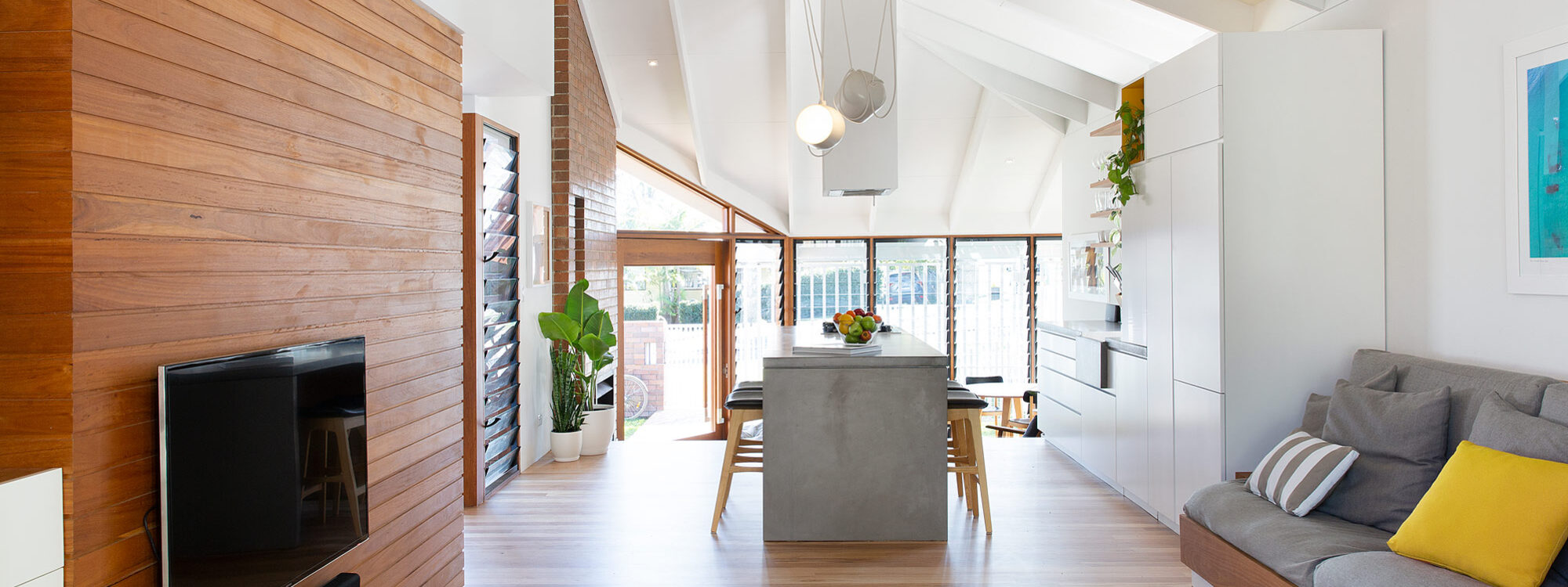 Bacchus - Byron Bay - Living room to kitchen b