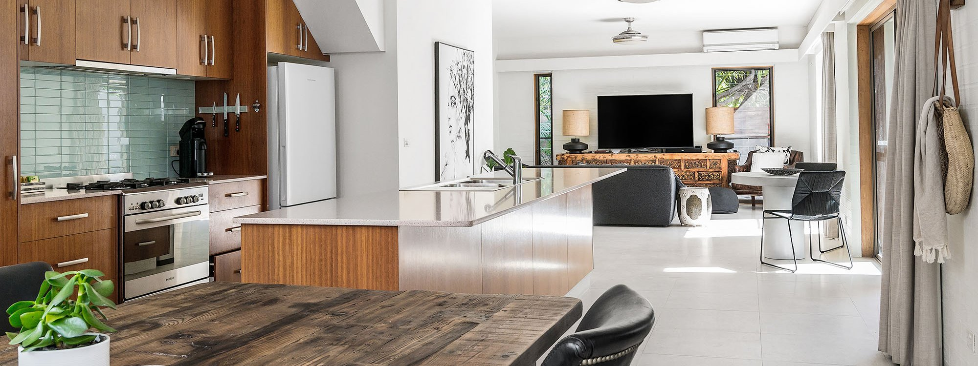 Bahari - Byron Bay - Kitchen and Living