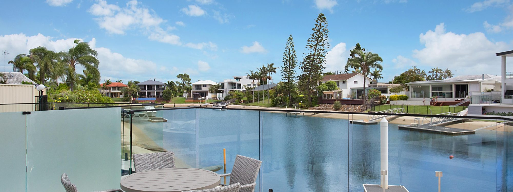 Bay Breeze - Broadbeach waters - Gold Coast - Canal Views and seating area