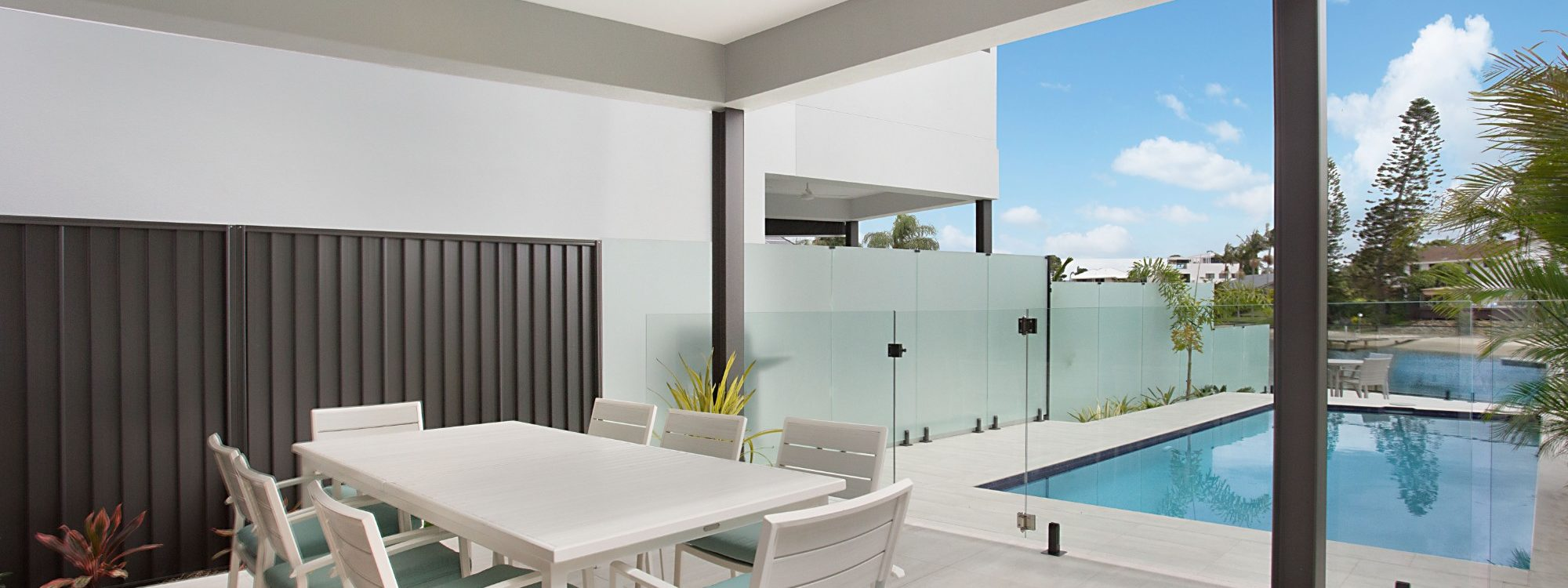 Bay Breeze - Broadbeach waters - Gold Coast - Outdoor entertainment and pool