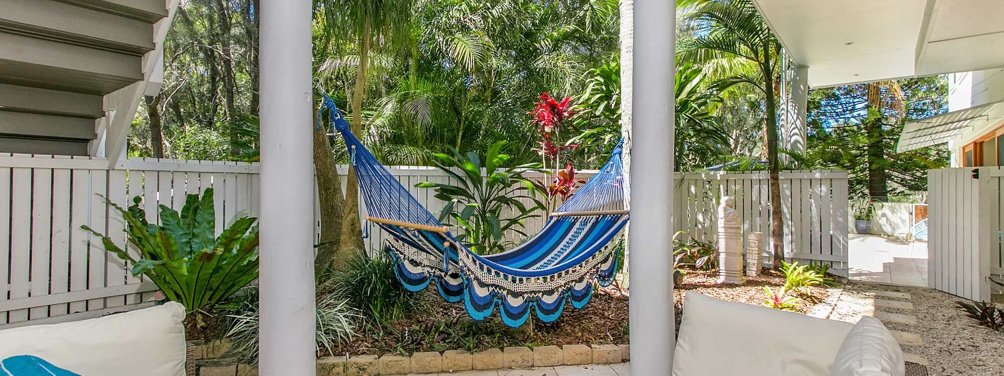 Beachcomber Blue - Byron Bay - Hammock and seating area