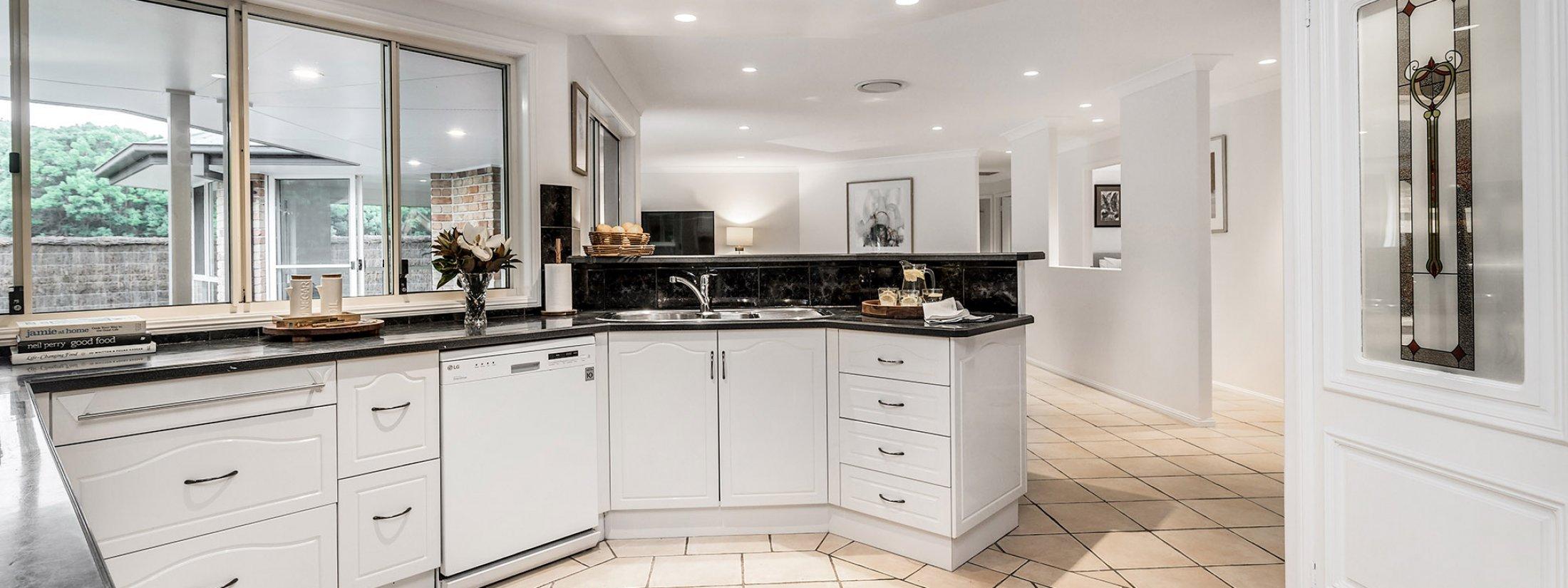 Blues Lodge - Byron Bay - Kitchen
