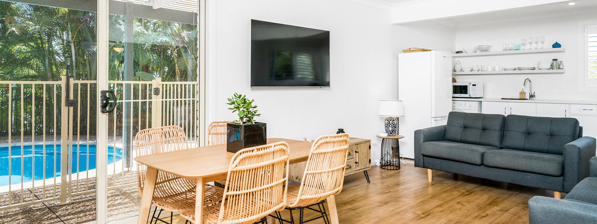 Boulders Retreat - Lennox Head - Dining and Living Area