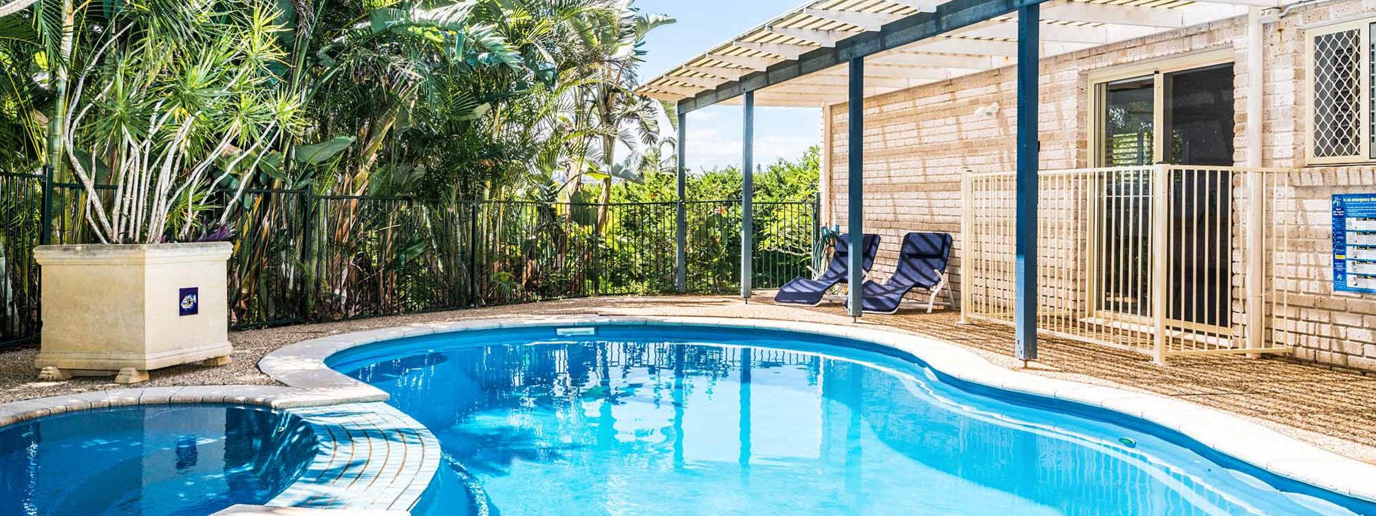 Boulders Retreat - Lennox Head - Pool and House
