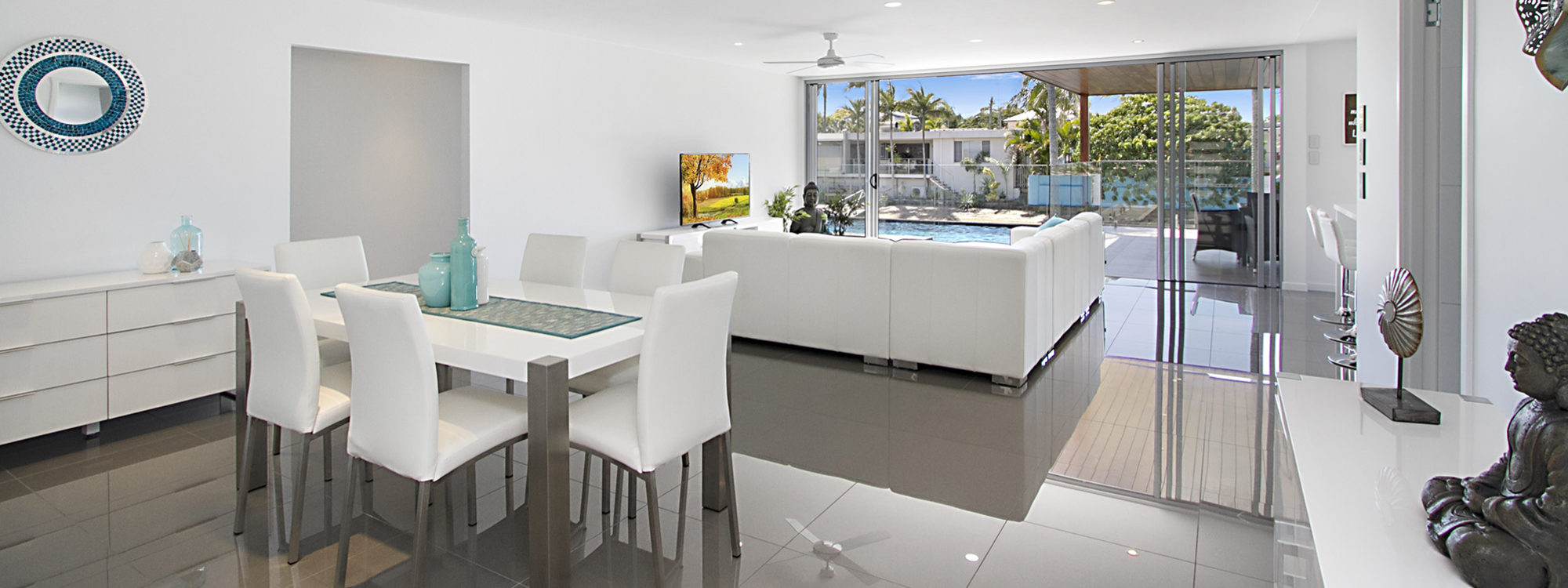 Buena Vista - Broadbeach Waters - Dining and Living Area