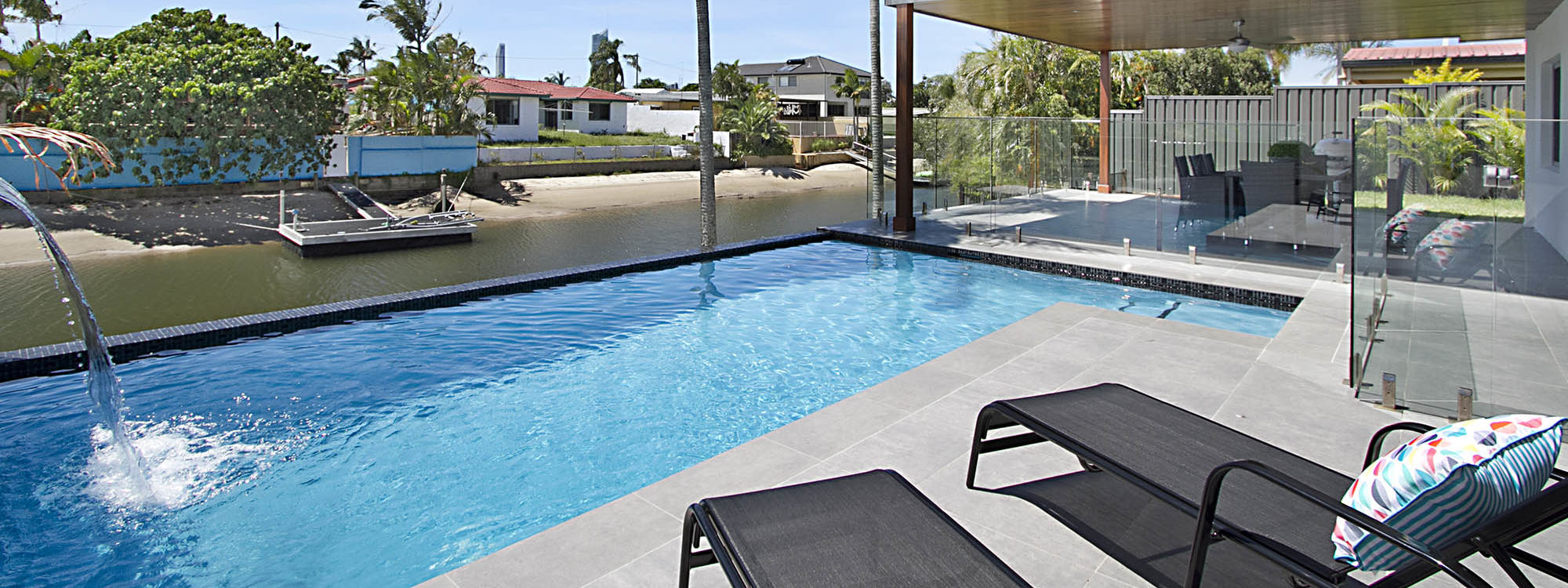 Buena Vista - Broadbeach Waters - Pool with Canal Views
