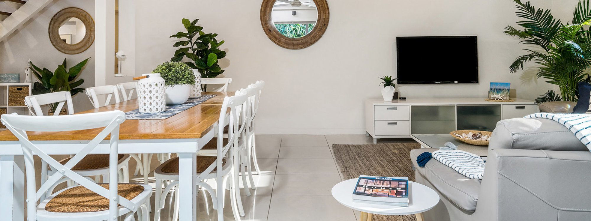Byron Beach Style - Byron Bay - Dining and Lounge c