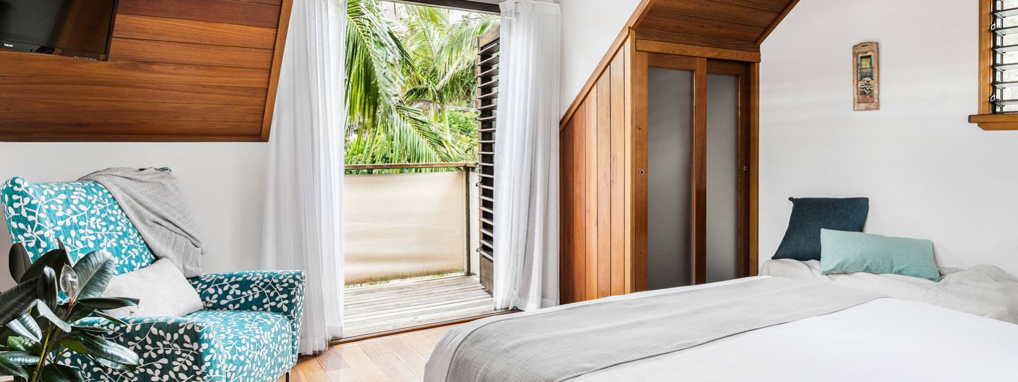 Byron Blisshouse - Byron Bay - Penthouse - Upstairs Bedroom Doors to Balcony