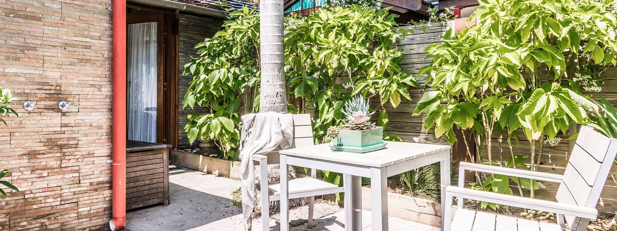 Byron Blisshouse - Byron Bay - Studio Outdoor Shower and Table Setting