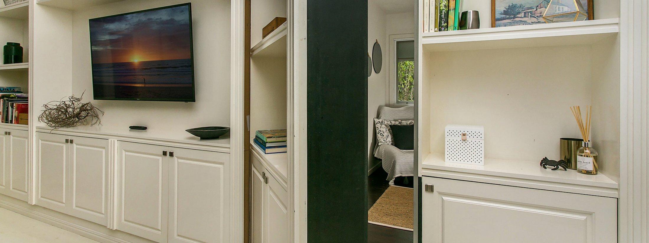 Byron Creek Homestead - Byron Bay - House 2 Hidden Room Door
