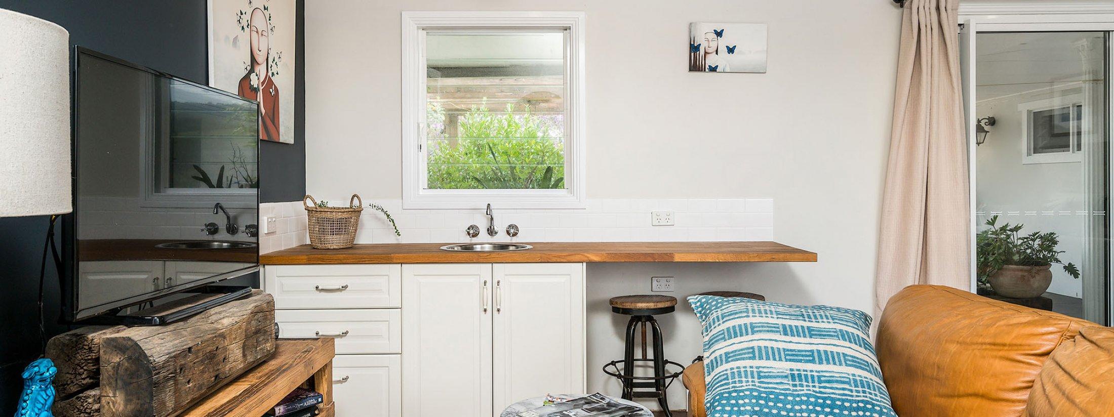 Byron Hills Hinterland Retreat - Byron Bay - Master Suite Lounge Area