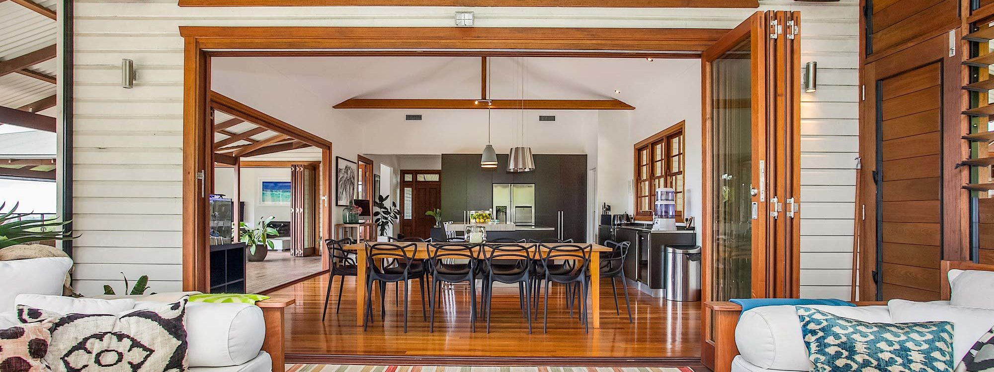Callistemon View - Byron Bay Hinterland - Federal - deck area and inside