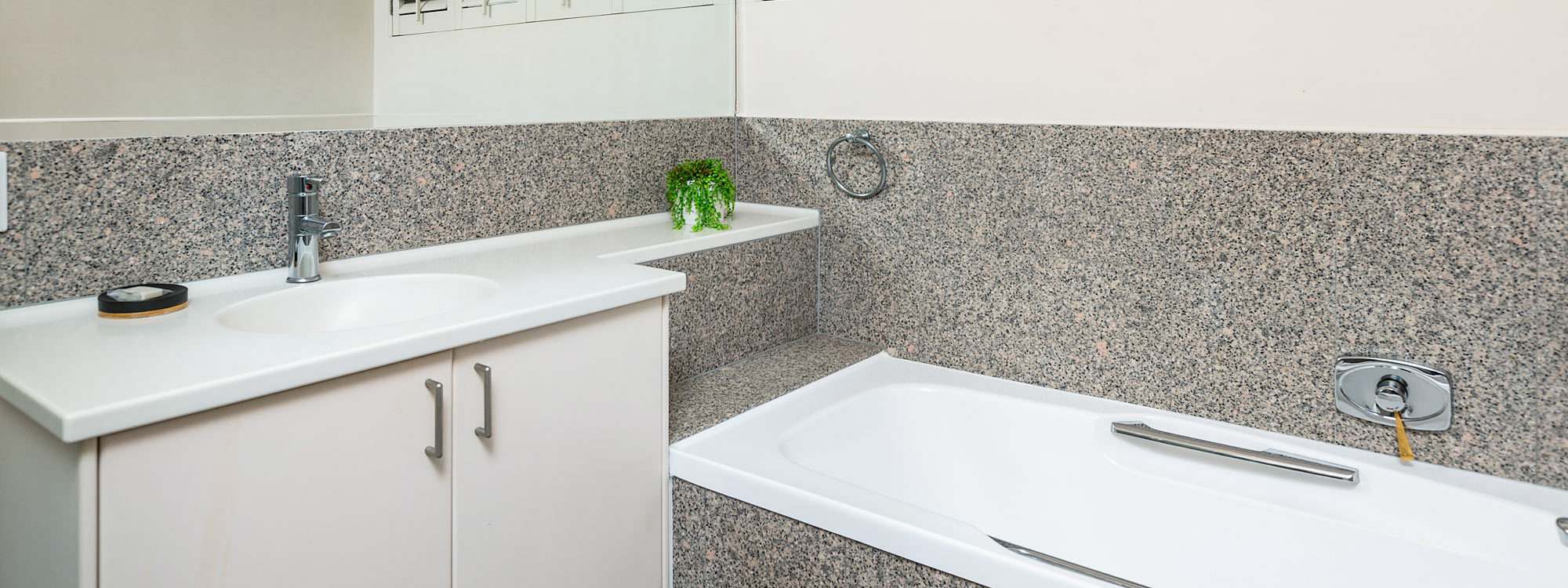 Casa Aqua - Gold Coast - Bathroom Downstairs