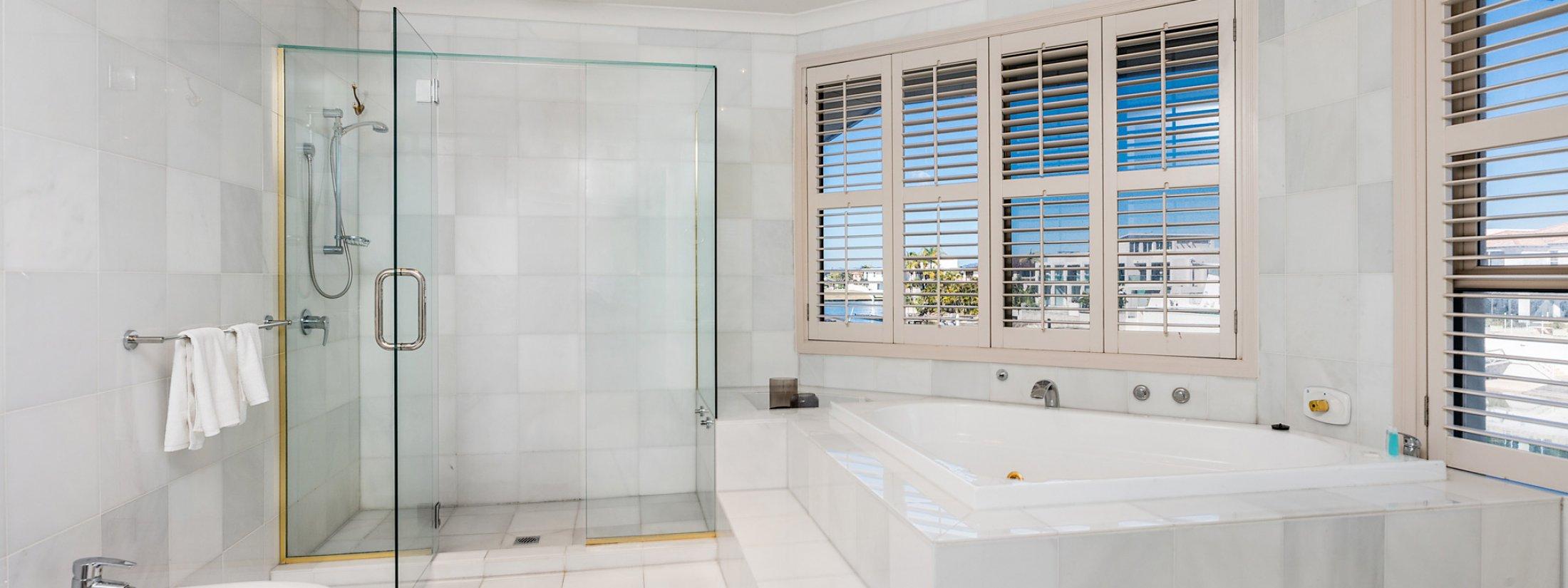 Casa Aqua - Gold Coast - Bedroom 1 Ensuite