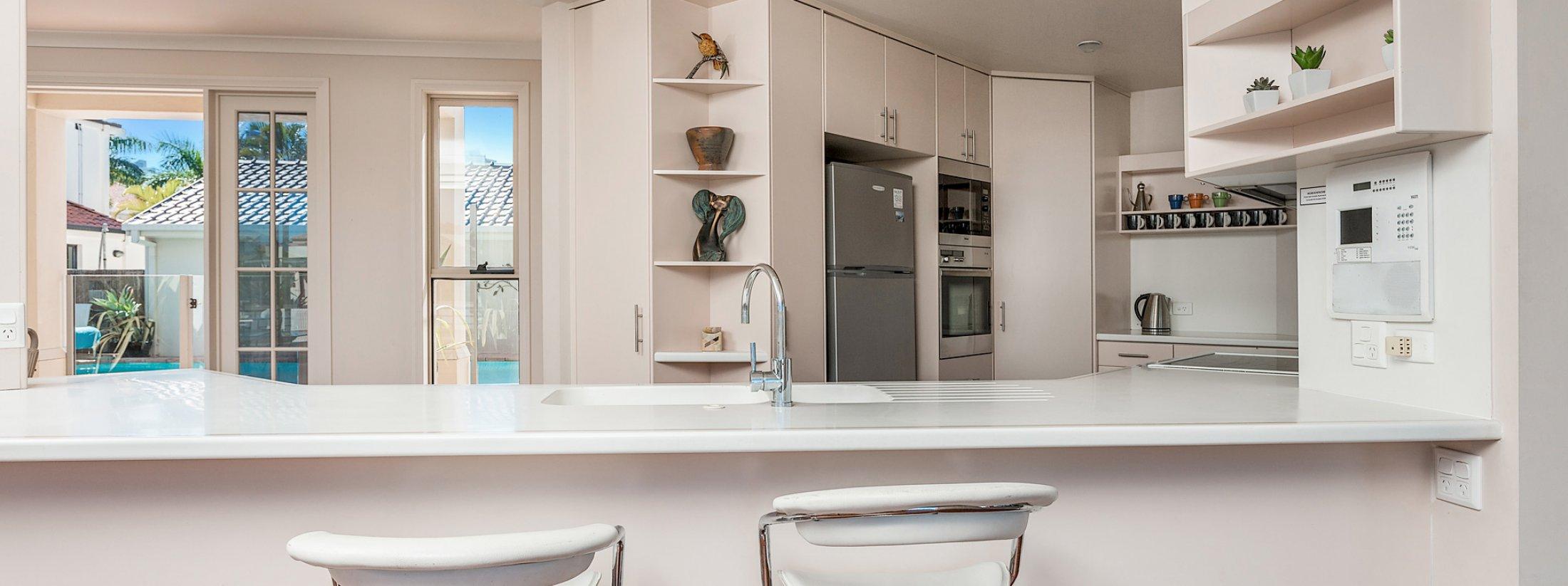 Casa Aqua - Gold Coast - Kitchen