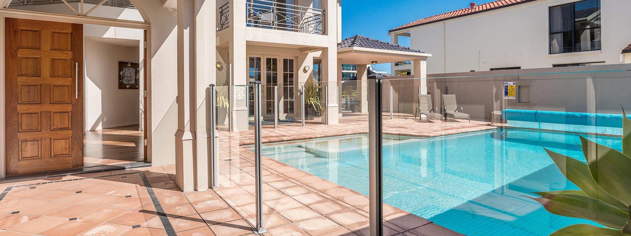 Casa Aqua - Gold Coast – Outdoor Pool Area c
