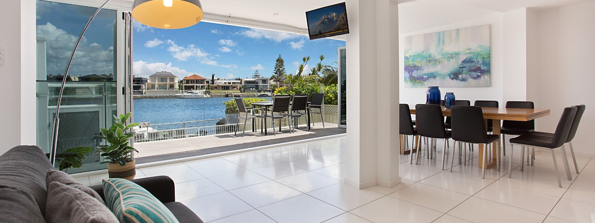 Casa Grande on the Water - Surfers Paradise - Living area with canal view