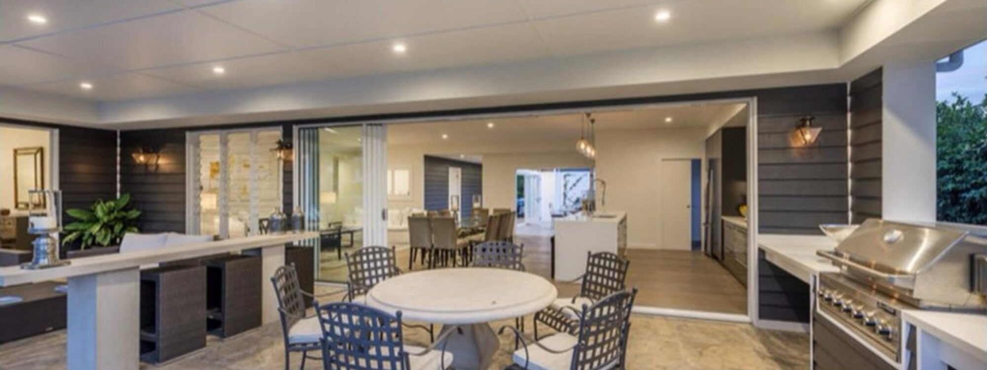 Casa Royale - Broadbeach Waters - BBQ area